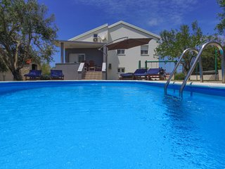 3 bedroom Villa with Air Con, WiFi and Walk to Beach & Shops - 5030702