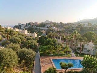 Villa La Mar, with pool, few steps to a little beach