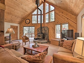NEW! Tahoe Donner Cabin w/Hot Tub, 8 Min. to Lake!