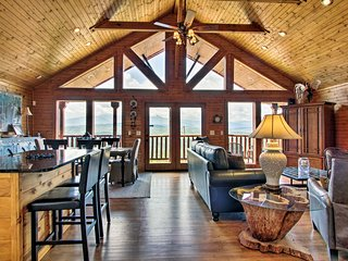 NEW! Mtn View Cabin w/ Hot Tub - 5 Mi to Dollywood