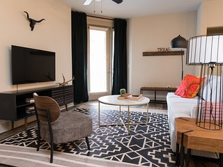 Relaxing 2BR | Downtown Austin #336 by WanderJaunt