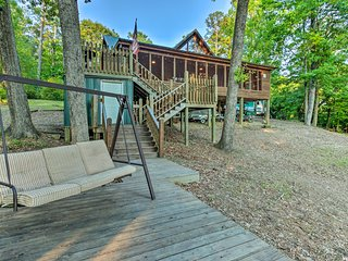 NEW! Lakefront Toledo Bend Cabin w/ Dock & Grill!