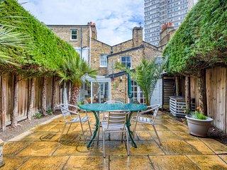 Spacious 2 Bed Garden Flat w/ Patio in Battersea