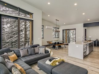 Headwall 42 - Gorgeous, Contemporary, Ski in/out Townhome off Basin Express Chai