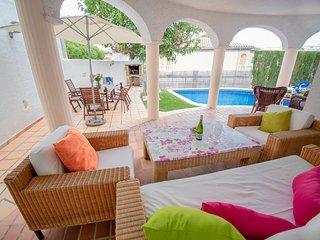 POMA Villa adosada, piscina privada, Wifi gratis