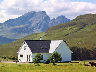 Strath Glebe, Swordale set in amongst amazing mountain views!