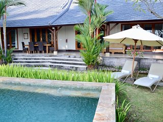 Villa Lotus Lovina - 4 Bedroom Relaxing Getaway
