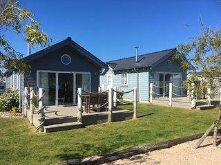 Blue Anchor Retreat - Pet-free Beach House at The Bay, pool, gym, beach,wifi