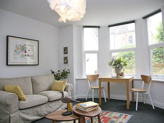 Charming one bedroom flat near Brighton Station
