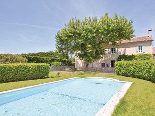 Stunning home in Chateaurenard w/ Outdoor swimming pool, WiFi and Outdoor swimmi
