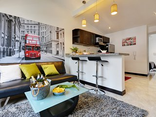 London Themed Unit Near Nightlife