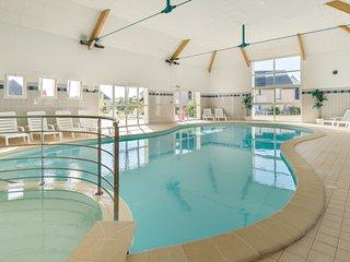 Maison lumineuse avec terrasse/balcon | Accès piscine intérieure!