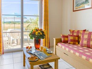 Maison ensoleillée et rustique avec terrasse/balcon + Accès piscine!