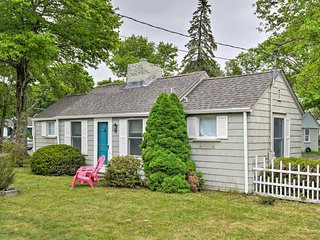 Quaint 'Sea Street Cottage' - 1 Mi to Ferry Boats!