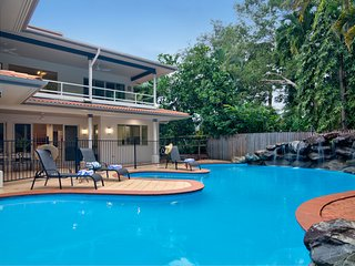 17 Solander Boulevard - 6 Bedroom Home by the Beach