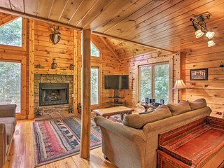 NEW-Cabin w/Game Room & Hot Tub, 7 Mi to Dollywood