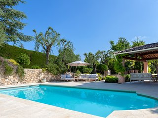 Charming villa 5 minutes walk to Valbonne village