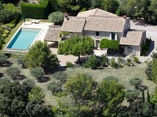Luxury Provence Villa in Eygalieres with A/C, Pool, Wifi, short walk to village