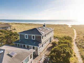 ARIA 2 ~ MCA 1376 ~ Stunning oceanfront duplex with sensational ocean views.