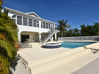 Canal Front Vacation Home Featuring Heated Pool, Jacuzzi and 60' Slip