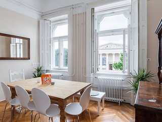 Spacious&Style: Home of light - Feel the turn of the century in this unique apt