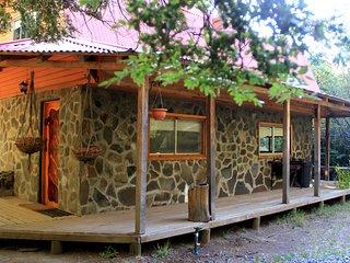 La Cabana de Piedra, Cabana Araucaria 6 pp, km 64,5 tt equipada, rio, gimnasio