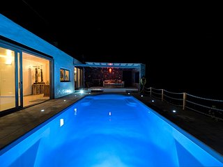 Stunning Casa Volcan, Deluxe Villa, Private Pool, Sea views, Beach 1km.