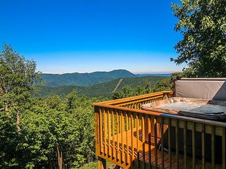 Pinnacle Pointe- Breathtaking Long Range Panoramic Views at 4200 ft w/Hot Tub