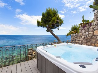 Casa Giovanna B with Terraces, Jacuzzi, Sea View and Direct Sea Access