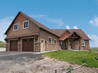 New home overlooking Bear Lake with private hot tub & theater room