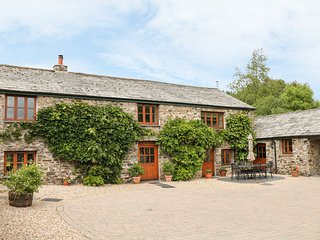 THE BARNS, woodburner, WiFi, near Launceston