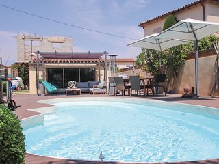 Beautiful home in Les Angles Font d'Irac w/ WiFi, Outdoor swimming pool and 1 Be