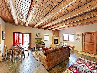Cozy Oasis Near Taos Plaza w/ Private Backyard & Grill - Drive to Ski Valley