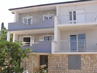 Apartment Milivoj next to the sea