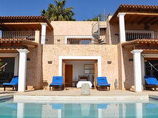 Playa de Talamanca Villa Sleeps 6 with Pool - 5805486