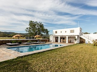 Sant Carles de Peralta Villa Sleeps 12 with Pool Air Con and WiFi - 5805556