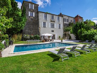 L'Orangerie Duras - luxury accommodation for 12 with large pool next to Chateau
