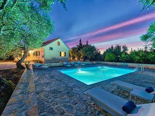 Olive Grove-3 Bedroom Villa with Private Pool