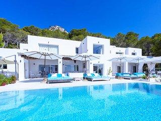 Es Cubells Villa Sleeps 12 with Pool Air Con and WiFi - 5805600