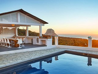 Es Cubells Villa Sleeps 10 with Pool Air Con and WiFi - 5805496