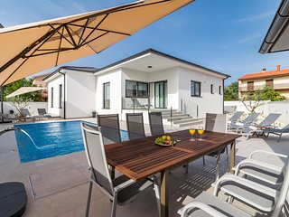 Brand new Villa Casal in Sikici