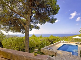Es Cubells Villa Sleeps 8 with Pool and WiFi - 5805602