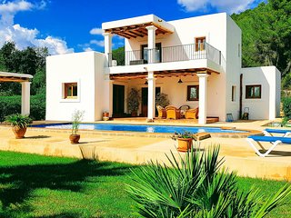 Sant Carles de Peralta Villa Sleeps 7 with Pool Air Con and WiFi - 5805551