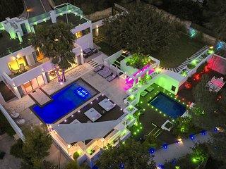 Roca Llisa Villa Sleeps 12 with Pool Air Con and WiFi - 5805580