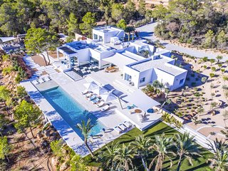 Cala Tarida Villa Sleeps 10 with Air Con and WiFi - 5805589