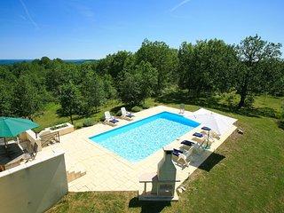 Mongoujou Villa Sleeps 8 with Pool and WiFi - 5604563