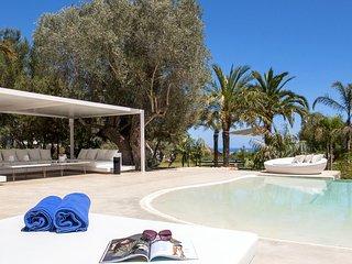 Colonia de Sant Jordi Villa Sleeps 12 with Pool Air Con and WiFi - 5805590