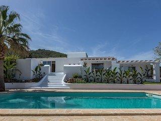 Santa Gertrudis Villa Sleeps 12 with Pool Air Con and WiFi - 5805564