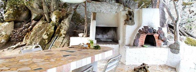 Sant'Antonio di Gallura Villa Sleeps 4 with Pool and Air Con - 5805795, holiday rental in Luras