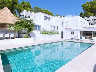 Es Cubells Villa Sleeps 16 with Pool Air Con and WiFi - 5805611